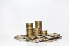 белизна стога золота монетки изолированная Стоковые Фотографии RF