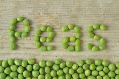 белизна стручка зеленых горохов пуль предпосылки Стоковая Фотография RF