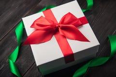 белизна тесемки подарка коробки красная Стоковая Фотография RF