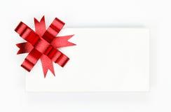 белизна тесемки подарка коробки смычка красная Стоковая Фотография
