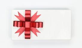 белизна тесемки подарка коробки смычка красная Стоковые Фото