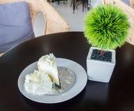 белизна торта вкусная стоковая фотография