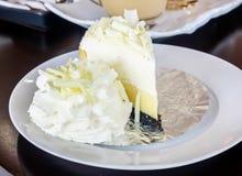 белизна торта вкусная стоковое изображение