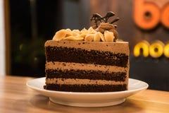 белизна торта изолированная шоколадом Стоковые Фото
