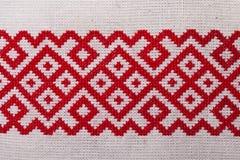 Белизна украинского орнамента вышивки красная Стоковое Изображение