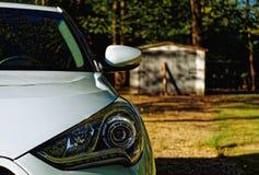 Белизна фары гаража автомобиля Стоковые Изображения