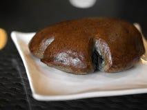 белизна хлеба предпосылки изолированная коричневым цветом Стоковые Изображения