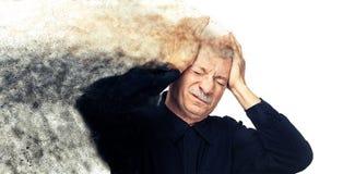 белизна человека нажатия пожилой изолированная головной болью терпя Стоковое фото RF
