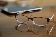 белизна чтения стекел предпосылки 3d модельная Стоковые Фото