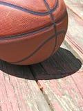 белизна шарика предпосылки изолированная баскетболом Стоковые Изображения RF