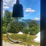 белизна электрического света шарика предпосылки Стоковые Фото