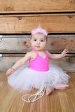 белизна юбки милой девушки балерины младенца счастливая изолированная очень нося Стоковая Фотография RF