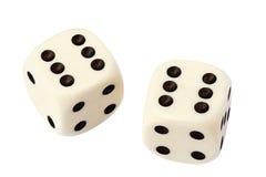 Белизна 2 dices изолированный на белизне Стоковая Фотография RF