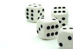 Белизна dices на белой предпосылке Стоковые Изображения