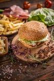 белизна dof бургера предпосылки свежая низкая вкусная Стоковое Фото