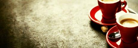 белизна espresso кофейной чашки Красные чашки кофе Стоковое фото RF