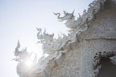 белизна wat Таиланда виска задачи rong rai khun красивейшего chiang привлекательностей искусства культурная чувствительная стоковая фотография rf