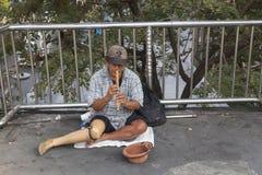 Бедный человек на stret Стоковая Фотография