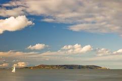 Белое ветрило и небо Стоковое фото RF
