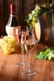Белое вино в кубке Стоковые Фотографии RF