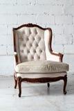 Белое винтажное роскошное кресло с путем клиппирования Стоковая Фотография RF
