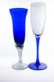 2 белое и голубые рюмки на белой предпосылке Стоковая Фотография RF