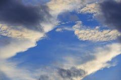 Белое и темное облако Стоковые Изображения