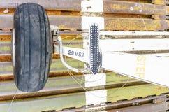 Белое колесо самолета Стоковая Фотография