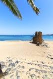 Белое побережье Лансароте в воде камня башни и Стоковое Фото