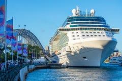 Белое туристическое судно, гавань Сиднея Стоковое Изображение RF