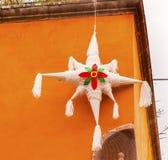 Белое украшение Jardin San Miguel de Альенде Мексика рождества Pinata Стоковое Фото
