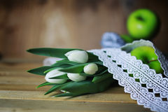 Белое яблоко тюльпана деревянное Стоковое Изображение