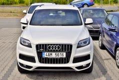 Белое Audi Q7 Стоковые Фотографии RF