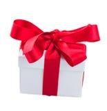 Белое boxe подарка с красным смычком Стоковое фото RF