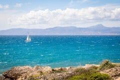Белое sailer в море Стоковое Фото