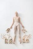 Белокурая балерина лежит в студии Стоковые Фотографии RF