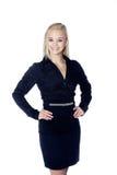 Белокурая бизнес-леди представляет Стоковая Фотография RF