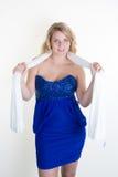 Белокурая голубая девушка счастливая в голубом платье Стоковая Фотография RF