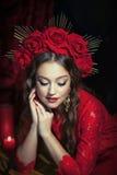 Белокурая девушка в красном платье Стоковое Фото