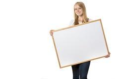 Белокурая девушка с доской стоковое изображение