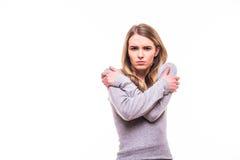 Белокурая девушка с получает холодный жест на белой предпосылке Стоковые Фотографии RF