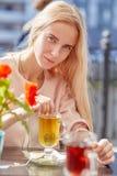 белокурая девушка унылая Стоковые Фото