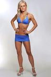 Белокурая женщина в голубом бикини Стоковая Фотография RF