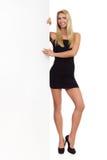 Белокурая женщина в черных мини платье и знамени Стоковое Изображение
