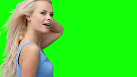 Белокурая женщина танцуя напористо акции видеоматериалы