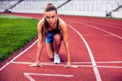 Белокурая женщина фитнеса на стадионе Стоковые Изображения RF