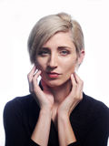 белокурая представляя женщина Стоковое Фото