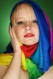 Белокурая фотомодель женщины с красочным шарфом Стоковая Фотография RF