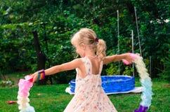 Белокурое танцы девушки Стоковые Изображения