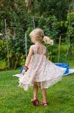 Белокурое танцы девушки Стоковые Фотографии RF